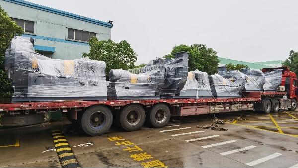 高效熔喷布生产线配套离心风机紧急发货